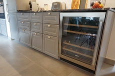 Wine cabinet with two temp zones